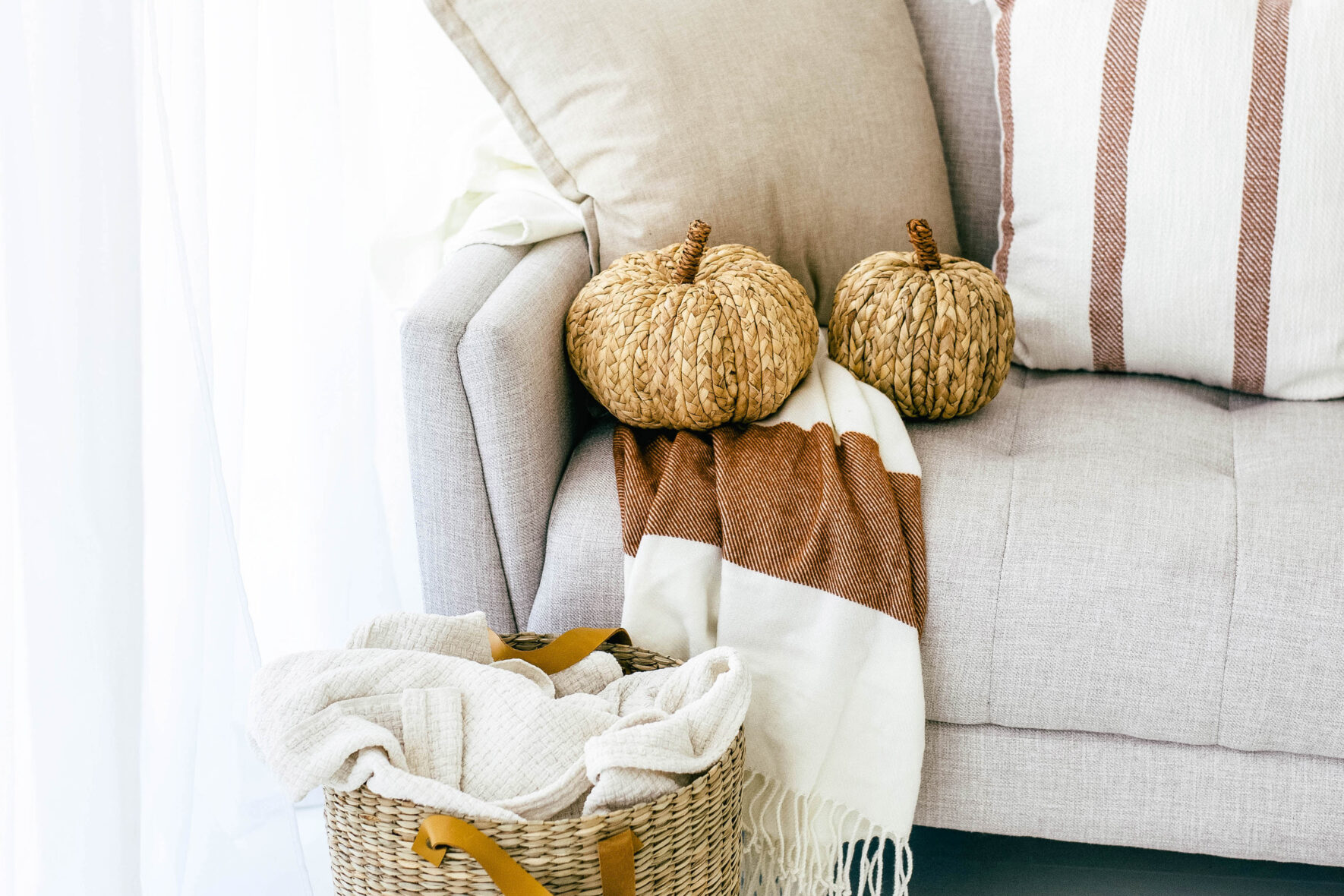 We're full-on Autumn mode, nd what a better way to celebrate the season than by giving you some amazing Autumn blogpost ideas?