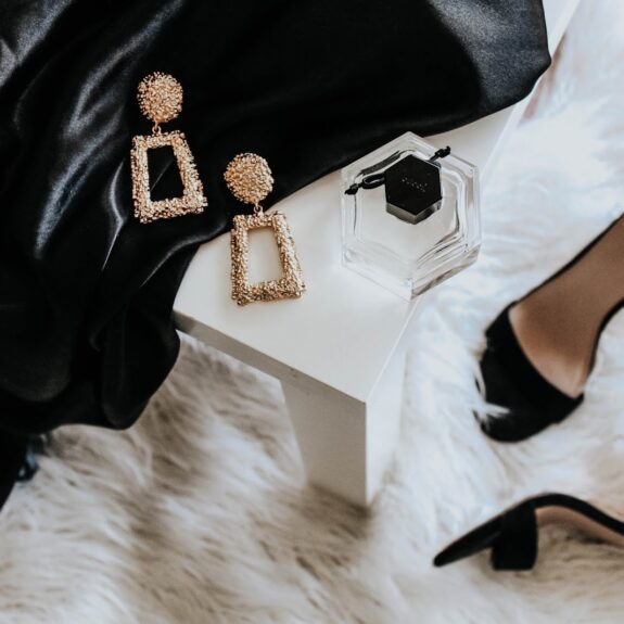I've gathered up 20 pieces that pretty much every girl has in her wardrobe and I'm going to show you how to style them in 40 different ways.